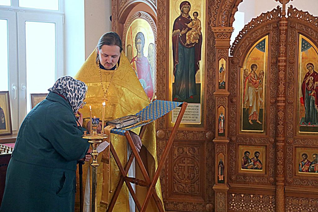 Первая Божественная Литургия в строящемся храме-часовне Смоленской иконы Божией Матери